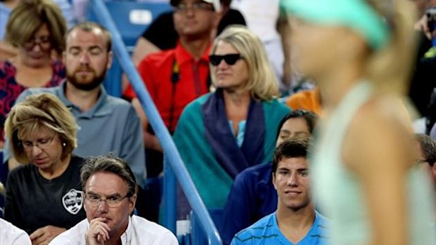 Jimmy Connors coaches Maria Sharapova of Russia as she plays Sloane Stephens during the Western & Southern Open in Cincinnati (AFP)