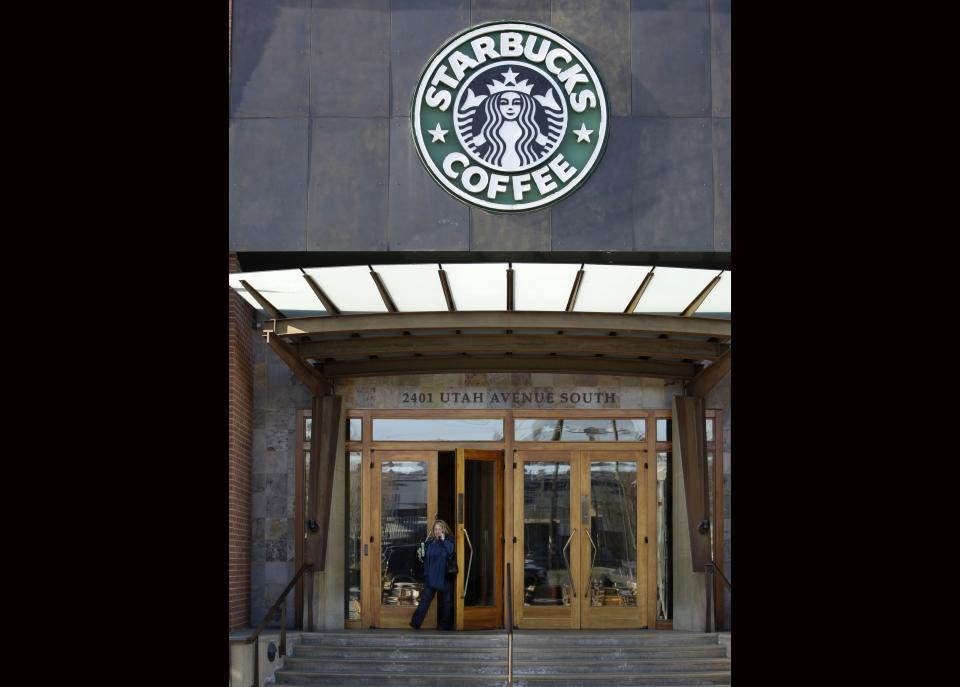 Starbucks' progressive ways draw fire on guns