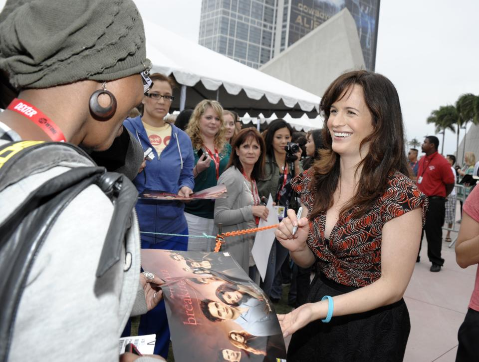 "Actress Elizabeth Reaser surprises fans by making an early morning appearance at Comic Con in San Diego, Calif. on Thursday, July 21, 2011. Cast members of ""The Twilight Saga: Breaking Dawn - Part 1"" signed autographs and met fans waiting in line to enter the San Diego Convention Center.(AP Photo/Dan Steinberg)"