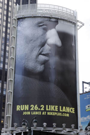 """Nike severs ties to Armstrong """"with great sadness"""""""