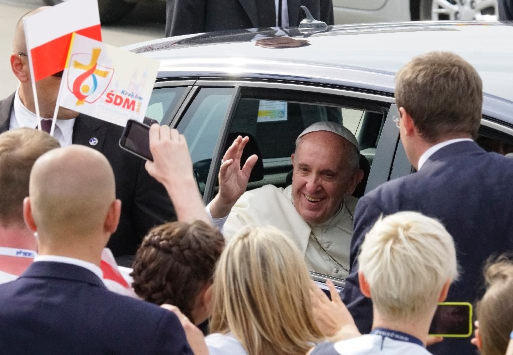 Polish charity auctions off pope cars to help Syrian refugees