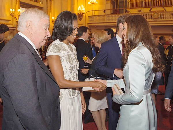 Prince William & Kate Middleton Meet Michelle Obama At Olympics