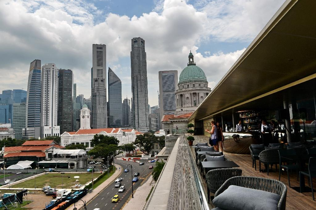Singapore lowers 2015 growth forecast to 'close to 2.0%'