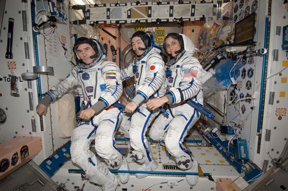 Soyuz Spacecraft Makes Rare Night Landing with Station Crew