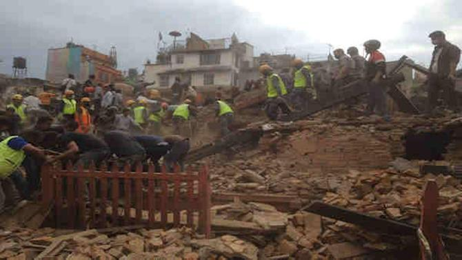 Nepal quake: Hundreds dead, history crumbled, Everest shaken