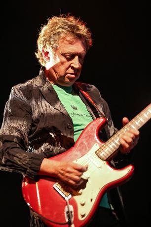 The Police's Andy Summers Goes Back to Basics With Circa Zero