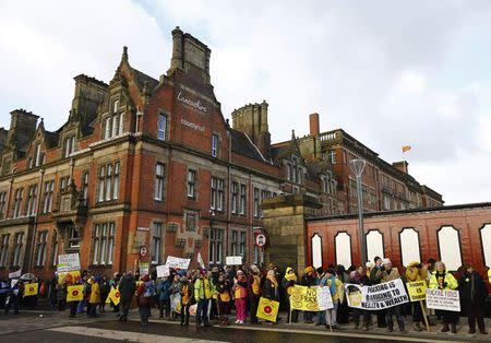 Council defers vote on permits for UK's first shale-producing wells