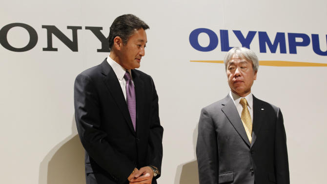 Sony Corp. President and Chief Executive Officer Kazuo Hirai, left, and Olympus Corp. President Hiroyuki Sasa stand together for a photo session during a joint press conference on their business deal in Tokyo Monday, Oct. 1, 2012. Japan Sony's new alliance with scandal-tarnished Olympus will produce endoscopes and other surgical tools packed with the Japanese electronics and entertainment maker's three-dimensional imagery and super-clear display technology called 4K. (AP Photo/Koji Sasahara)