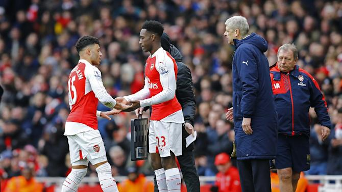 Arsenal's Danny Welbeck comes on for Alex Oxlade Chamberlain as manager Arsene Wenger looks on