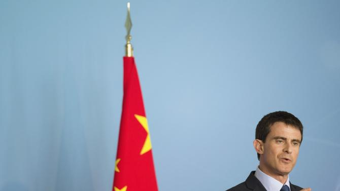Valls holds a speech at the Shanghai Urban Planning Exhibition Center