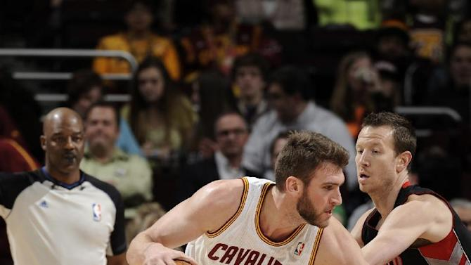 Cavaliers hold off Raptors 102-100