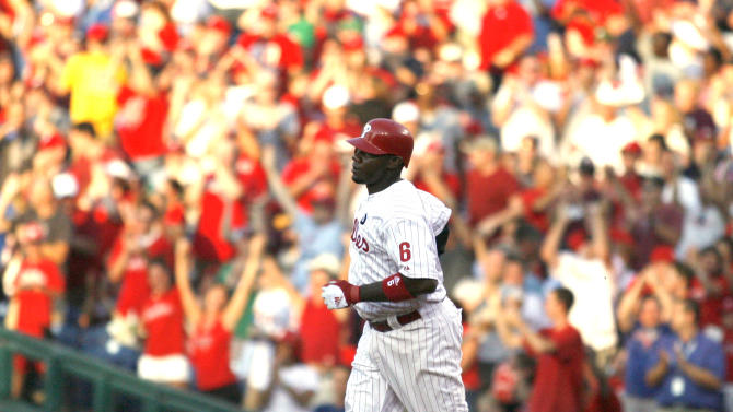 Philadelphia Phillies'  Ryan Howard runs the bases after he hit a solo home run against the Pittsburgh Pirates in the second inning of a baseball game, Saturday, July 30, 2011, in Philadelphia.  (AP Photo/H. Rumph Jr)