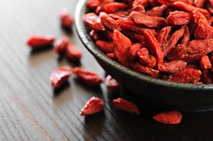 Spotlight on Goji Berries: Health Benefits, Tips and Recipes