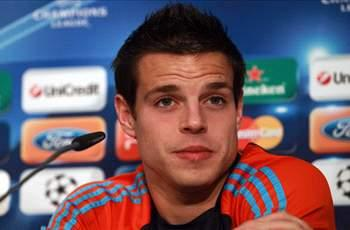 Azpilicueta backs Benzema in national anthem row