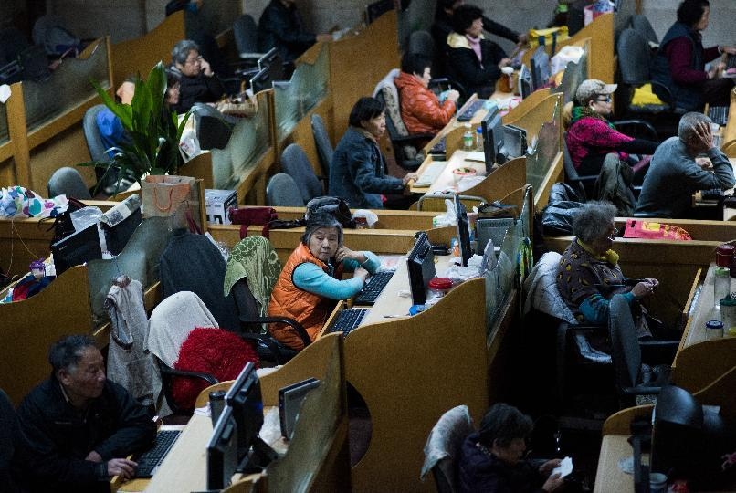 Asian stocks mostly lower as oil hits new troughs