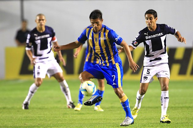 Action Photo during the game San Luis vs Pumas, Moises Velasco/ Foto de acción durante el juego San Luis vs Pumas, Moises Velasco/ 23-Feb-2013/ MEXSPORT/ Isaac Ortiz. Action Photo during the game San Luis vs Pumas, Moises Velasco/ Foto de accin durante el juego San Luis vs Pumas, Moises Velasco/ 23-Feb-2013/ MEXSPORT/ Isaac Ortiz.