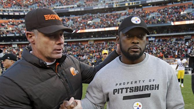 Cleveland Browns head coach Pat Shurmur, left, and Pittsburgh Steelers head coach Mike Tomlin meet at midfield after the Browns' 20-14 win in an NFL football game on Sunday, Nov. 25, 2012, in Cleveland. (AP Photo/Mark Duncan)