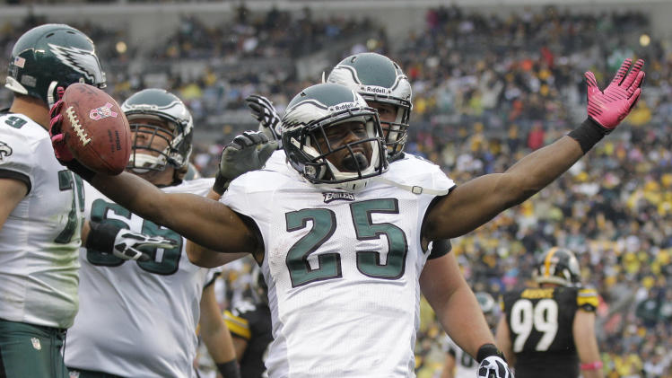 Philadelphia Eagles running back LeSean McCoy (25) celebrates a touchdown in the third quarte rof an NFL football game against the Pittsburgh Steelers in Pittsburgh, Sunday, Oct. 7, 2012. (AP Photo/Gene J. Puskar)