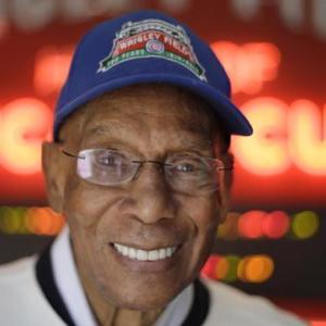 Ernie Banks, legendary Chicago Cubs player, dead at 83