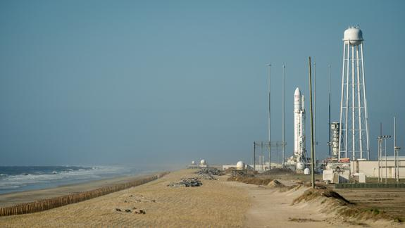 Strong Winds Postpone New US Rocket's Launch Debut