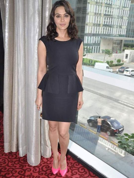 Images via : iDiva.comPeplum is huge this season. We recommend you pick a black peplum dress like the one Preity Zinta wore at her movie promotion event.Related Articles - Vote: Shilpa Shetty Vs Sride