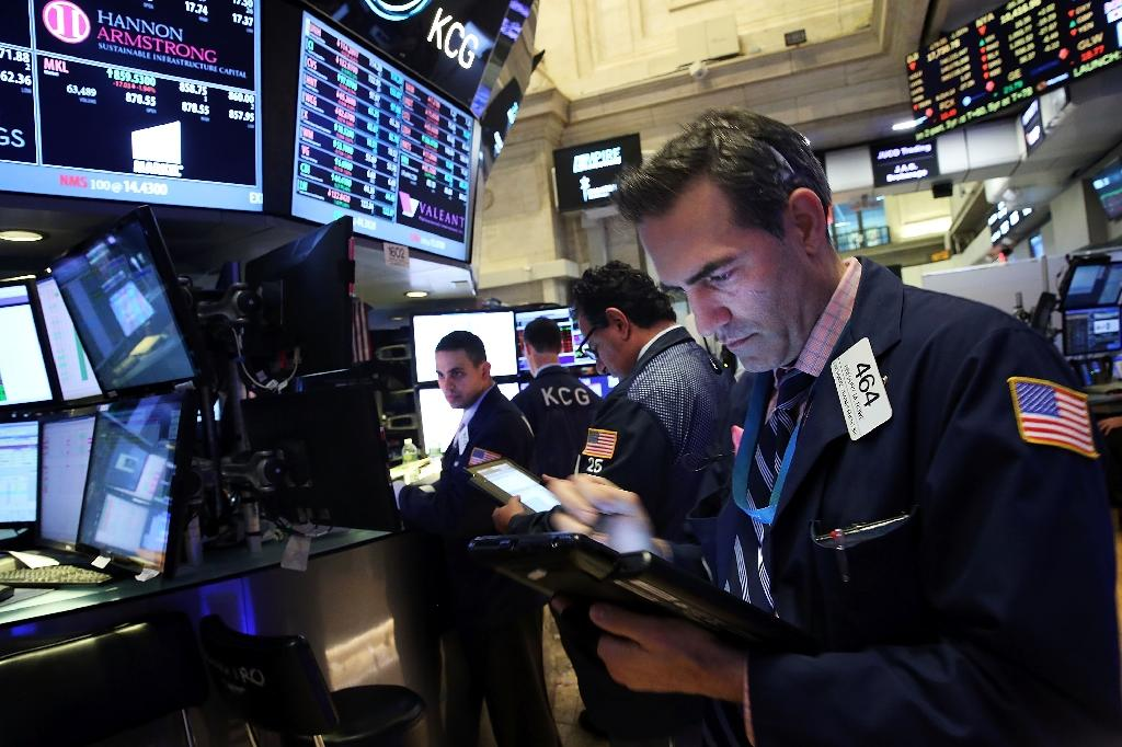 Worries about weak holiday shopping dent US stocks