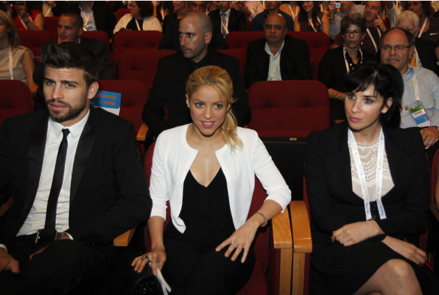 Colombian singer Shakira, center, sits with her boyfriend FC Barcelona Gerard Pique, left, and U.S. comedian Sarah Silverman during a plenary session at the President's Conference in Jerusalem, Tu