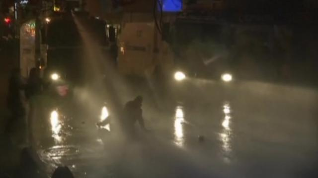 Clashes go into the night in Turkey