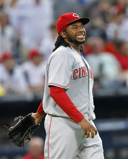 Braves rock Cueto with early runs, beat Reds 6-2