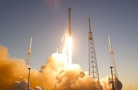 The unmanned Falcon 9 rocket lifts off from launch pad 40 the Cape Canaveral Air Force Station in Cape Canaveral