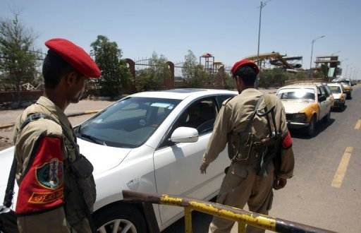 <p>Yemeni soldiers stop vehicles at a checkpoint in the port city of Aden, on May 5, 2012. A suicide bomber killed on Monday a top Yemeni army general who was leading the fight against Al-Qaeda in the country's restive south, medical and military officials told AFP.</p>
