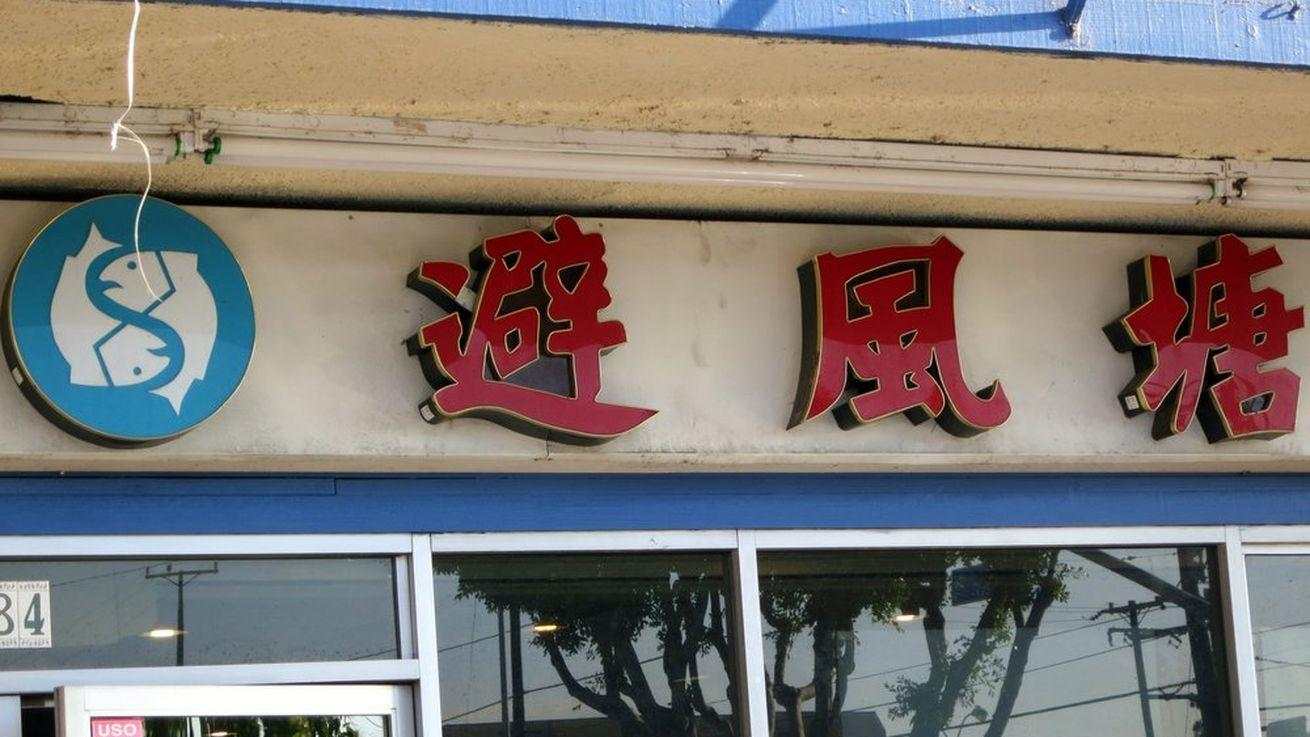 Jonathan Gold Goes Crazy for House-Special Crab at Newly Renamed Seafood Palace