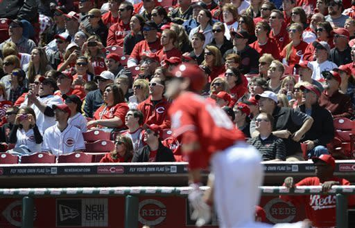 Phillips sparks 8-run 7th, Reds beat Marlins 10-6