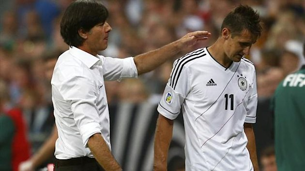 Germany's coach Joachim Loew (L) and Miroslav Klose during their 2014 World Cup qualifying match against Austria in Munich September 6, 2013 (Reuters)
