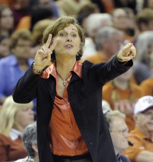 Gail Goestenkors quits WNBA job, enters hoops hall