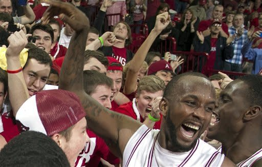 Hot-shooting Arkansas downs No. 2 Florida 80-69
