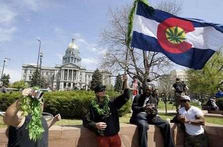 Justices seek U.S. government's views on Colorado marijuana law