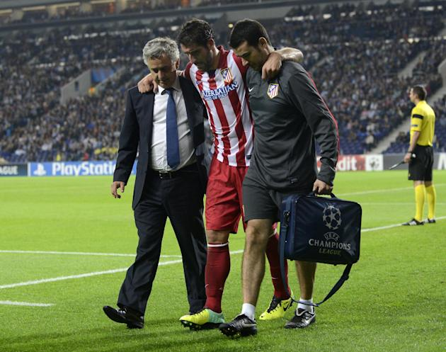 Atletico's Raul Garcia leaves the pitch with an injury during the Champions League group G soccer match between FC Porto and Atletico de Madrid Tuesday, Oct. 1, 2013, at the Dragao stadium in Porto, n