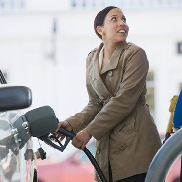 Hispanic-woman-filling-a-car-at-a-gas-station_web