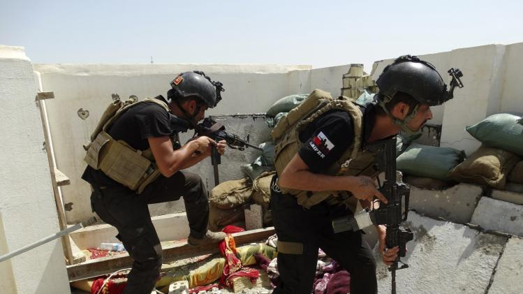 Members of the ISOF conduct a patrol looking for militants of the Islamic State in Ramadi
