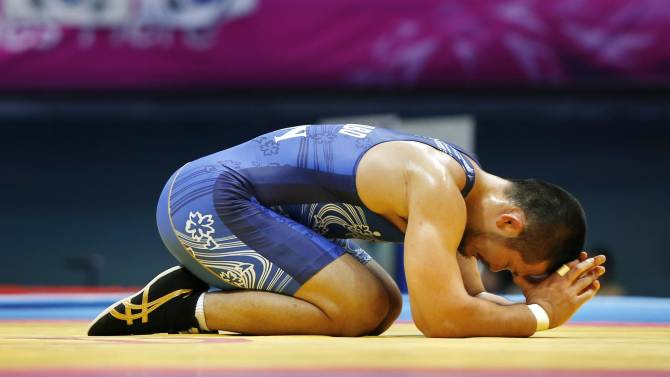 Japan's Kanakubo reacts after losing to South Korea's Kim in their Men's Greco-Roman 75 kg gold medal wrestling match during the 2014 Asian Games in Incheon