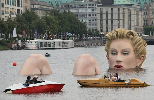 Sculpture Of Giant Bather Presented In Hamburg