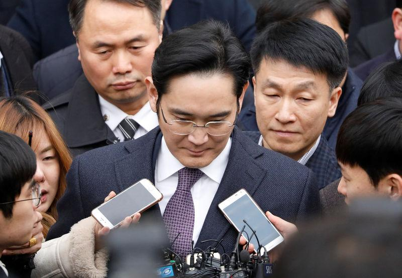 South Korean court dismisses arrest warrant for Samsung chief
