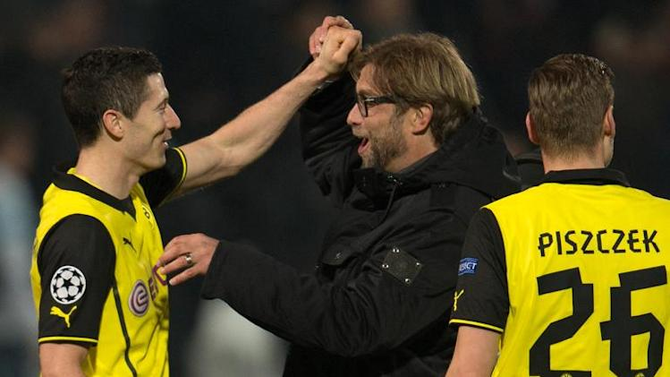 Dortmund's head coach Juergen Klopp (C) celebrates with Dortmund's Polish striker Robert Lewandowski (L) at the final whistle on December 11, 2013 at the Velodrome stadium in Marseille