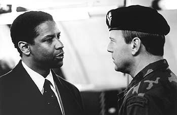 Denzel Washington and Bruce Willis in The Siege
