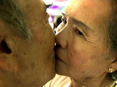 Raw: Lovers Long for Lip-lock Longevity