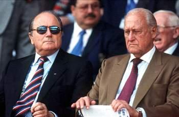 Havelange resigns from FIFA over bribe allegations