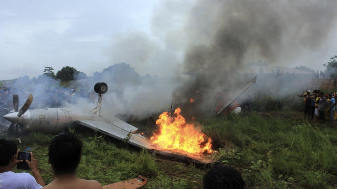8 people dead in crash of small Bolivian airliner