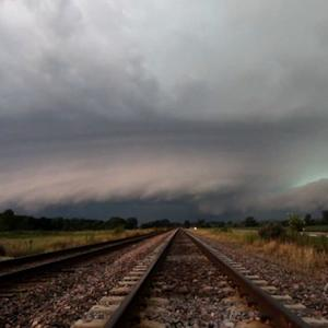 Powerful winds, damaging hail sweep through Midwest