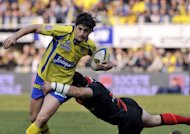 Clermont&#39;s French fly-half David Skrela (left) rides the ball during the French Top 14 rugby Union match against Stade Toulousain at the stadium Marcel Michelin in Clermont-Ferrand, March 2012. Skrela has been ruled out of Clermont&#39;s European Cup semi-final against Irish province Leinster, the Top 14 side&#39;s coach Vern Cotter said